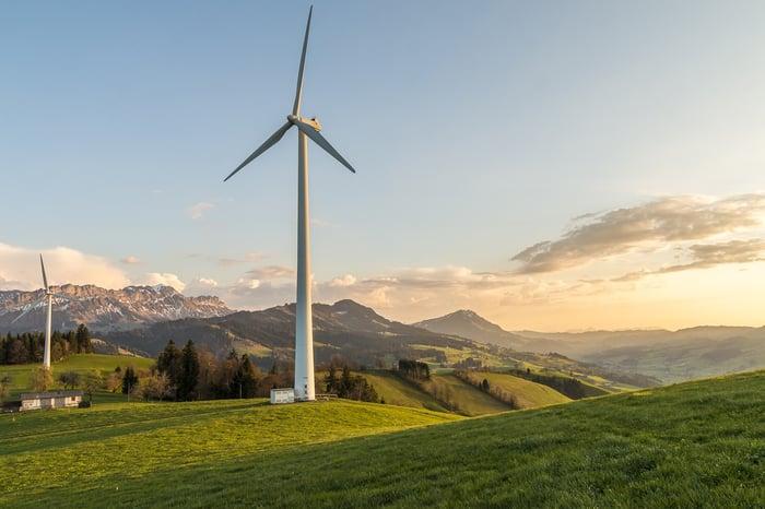 wind-turbine-2218460_1280